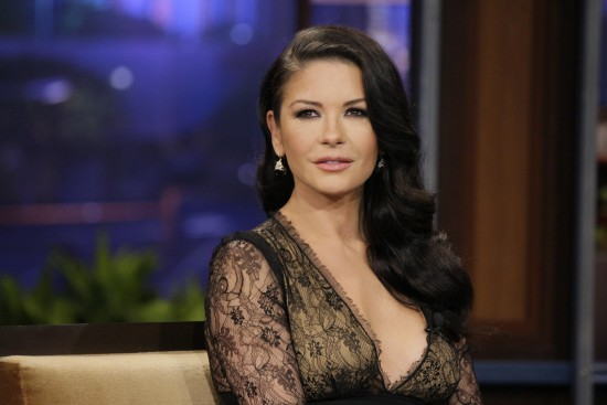 after 3 1 550x367 Catherine Zeta Jones plastic surgery pics (before/after)